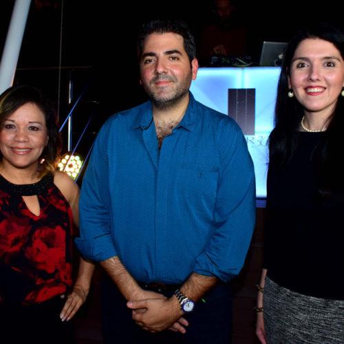 Izquierda a Derecha:  Janeth del C. Moreno: Arquitecta de Proyectos, Mauricio Esses: Gerente General, Ariela Esses de Sultan: Gerente de Ventas.