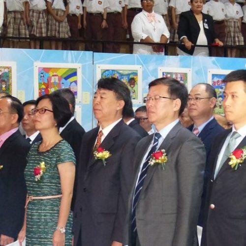 Representantes de la Embajada China en Panamá participando de los actos de celebración en el Colegio Chino Panameño