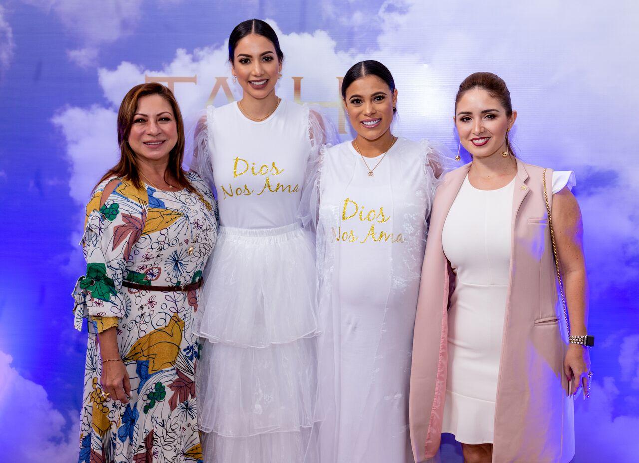 (izquierda a derecha) Esmeralda Ujueta, Carolina Brid, Tatiana Peña,  Daniela Gomez