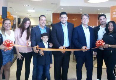Ashley Furniture Homestore inaugura su nuevo espacio de muebles en Altaplaza Mall